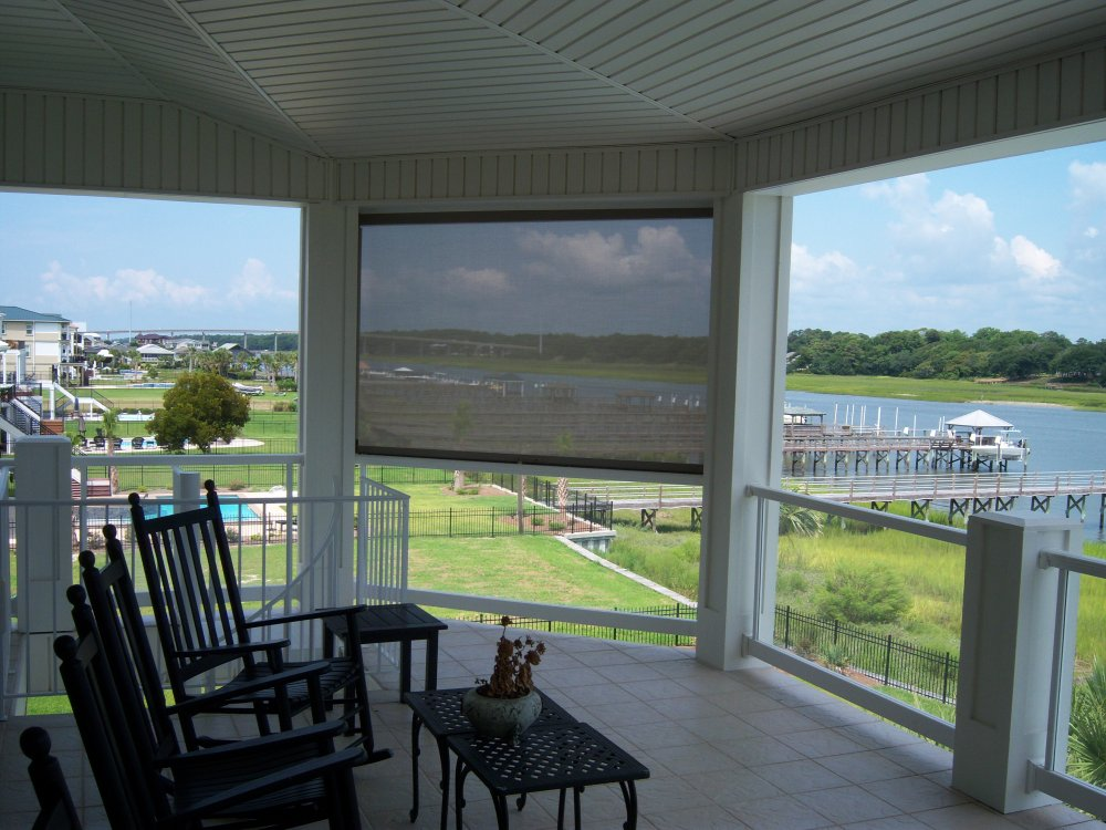 Awnings retractable screens windowz inc for Retractable screen porch systems